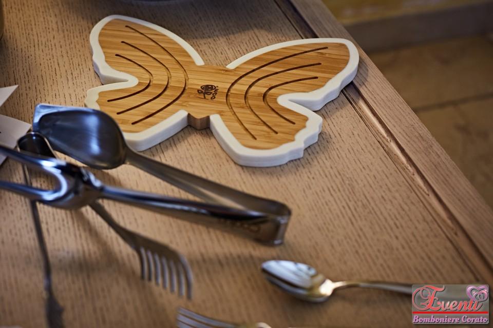 """Sottopentola in legno decoro farfalla linea """"Eco"""" + posate in acciao linea """"Cookin"""""""