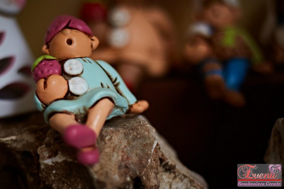 Statuina Baby Love in terracotta