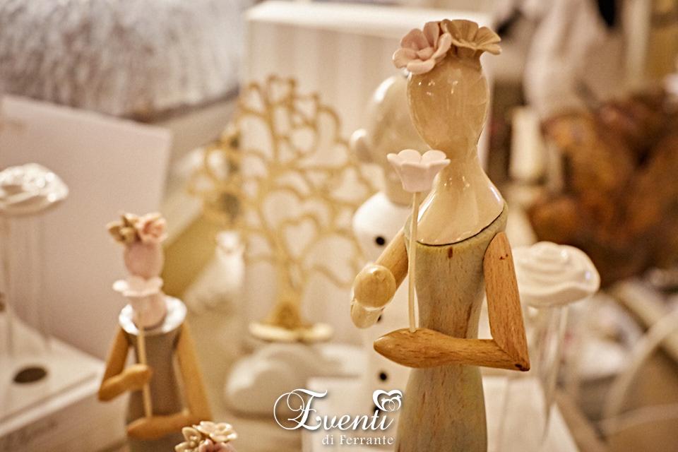 Dama in legno e porcellana con fiore - L'Infinito Bomboniere
