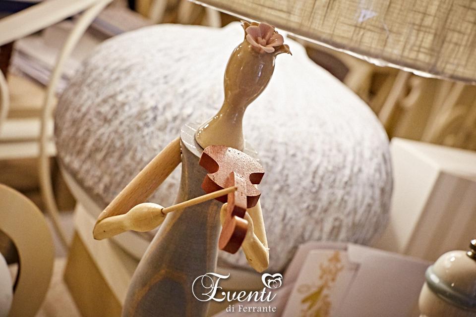 Dama in legno e porcellana con violino - L'Infinito Bomboniere