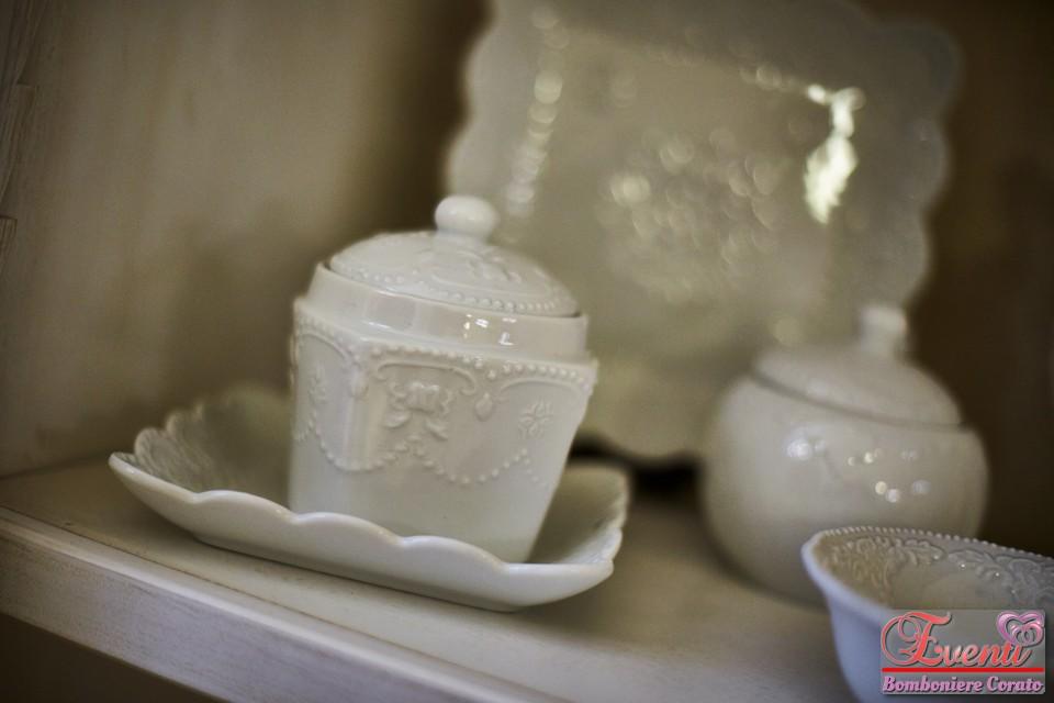 Collezione ricamo in porcellana bianca