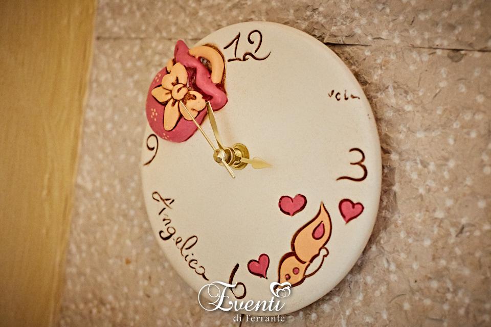 Orologio in terracotta con borsetta e farfalle colorate - Ceramiche Artistiche Velier