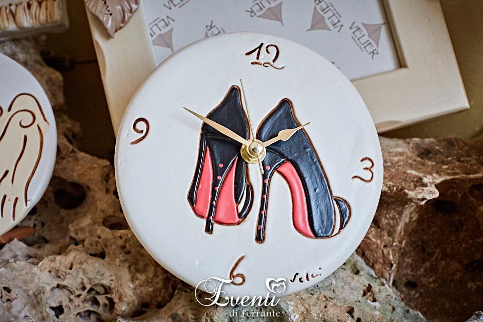 Orologio in terracotta decoro scarpe col tacco - Ceramiche Artistiche Velier