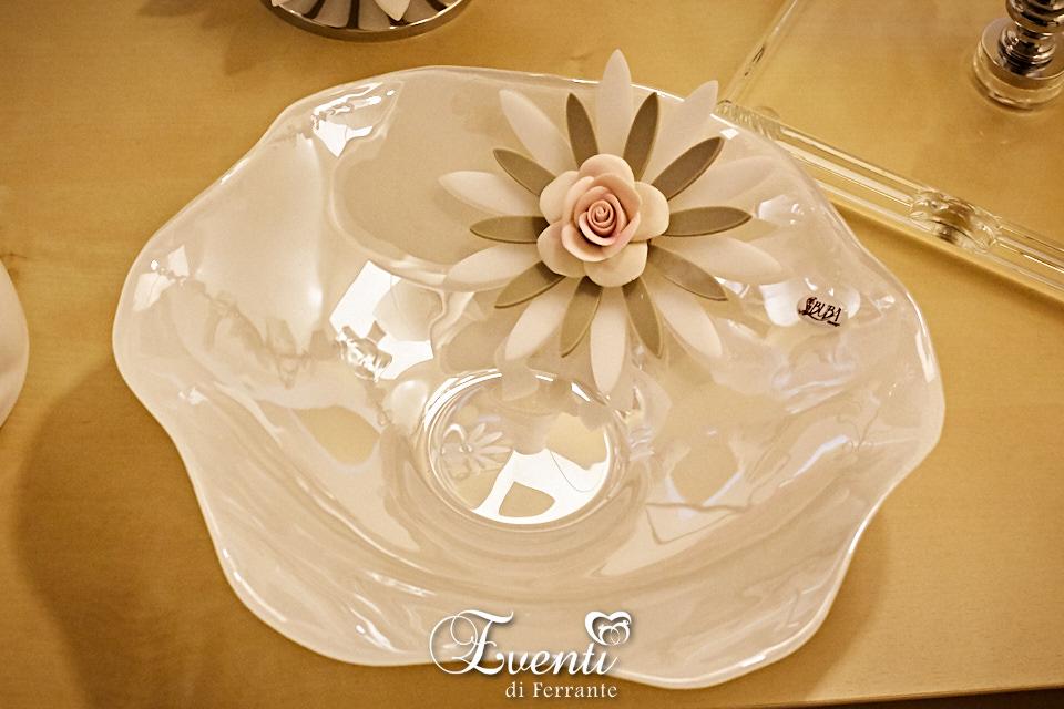 Svuotatasche in vetro con fiore in cristallo acrilico e rosa in capodimonte - Buba Design