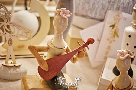 Dama in legno e porcellana con liuto - L'Infinito Bomboniere