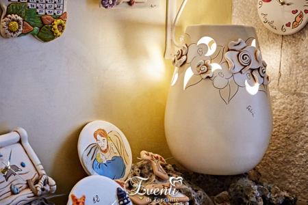 Lampada in terracotta decoro magnolia - Ceramiche Artistiche Velier
