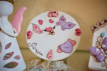 Orologio in terracotta con cuore e farfalle colorate - Ceramiche Artistiche Velier