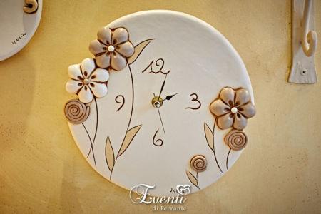 Orologio in terracotta decoro fiore intagliato - Ceramiche Artistiche Velier