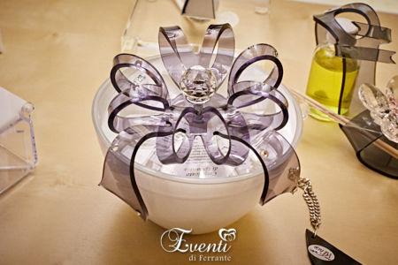 Scatola portagioie in vetro con fiocco in cristallo acrilico e strass - Buba Design