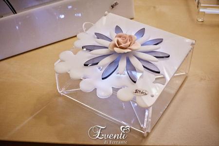 Scatola portagioie in cristallo acrilico con fiore in capodimonte - Buba Design