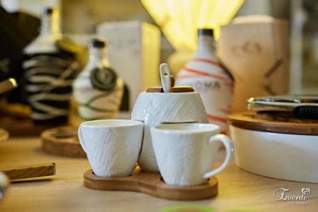 """Set zuccheriera con tazzine in porcellana e vassoio in legno linea """"Solidale"""""""